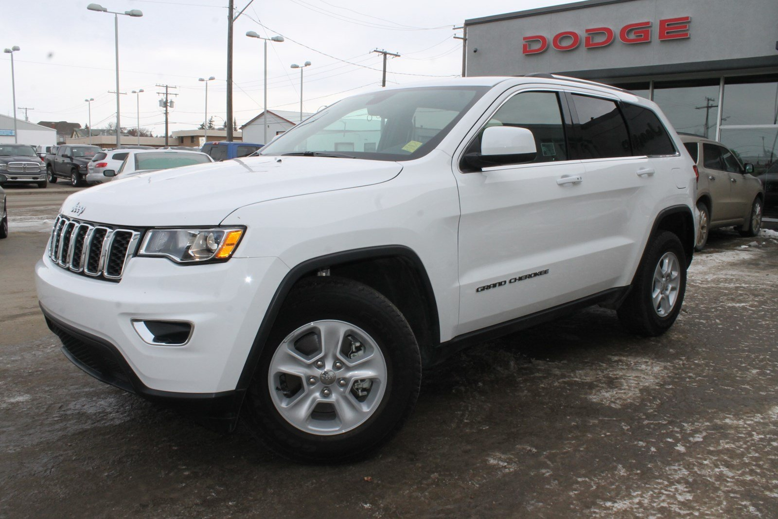 pre owned 2017 jeep grand cherokee laredo fleet cancellation sale bluetooth back up camera. Black Bedroom Furniture Sets. Home Design Ideas