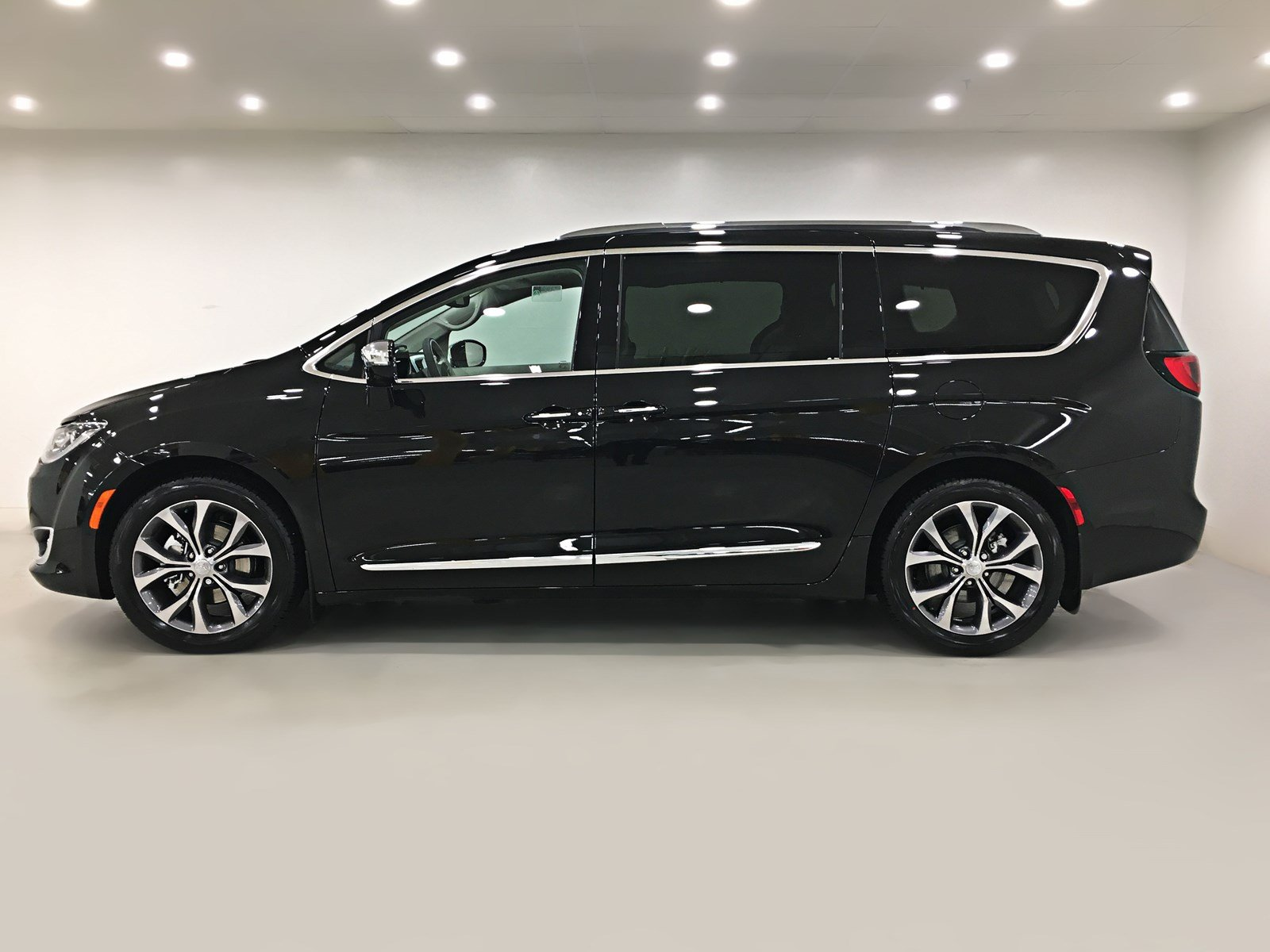 New 2018 Chrysler Pacifica Limited Sunroof Navigation